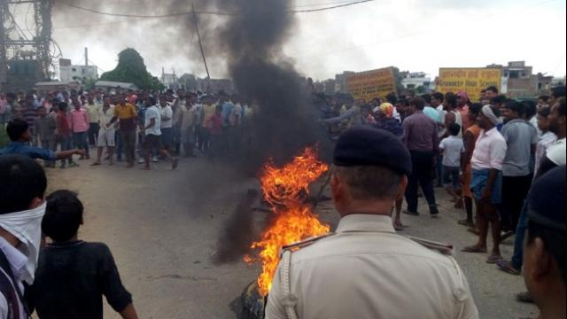 Mob Attacked Police in Patna, 25 Arrested  The Bihar News