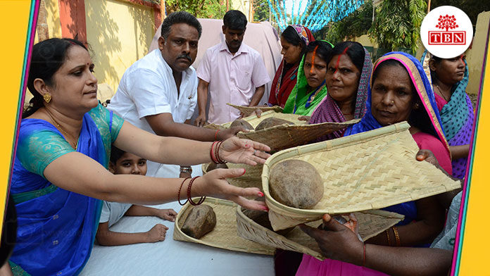 distribute-Worship-material-the-bihar-news